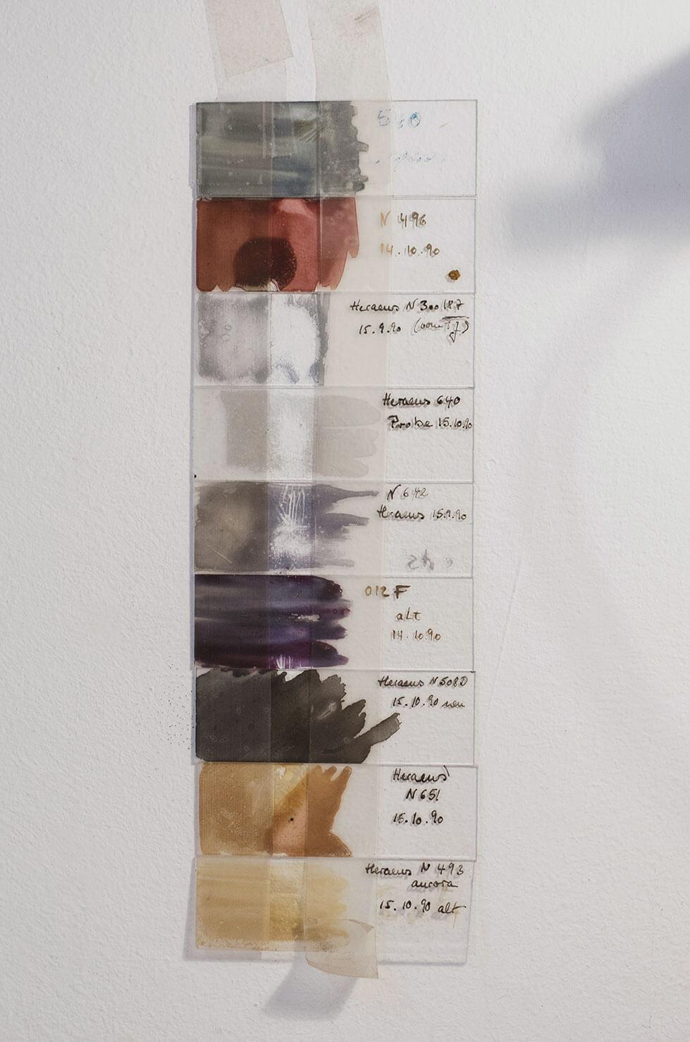 Farbproben für Edelmetalle und Lüster in Wiebke Vogt's Atelier
