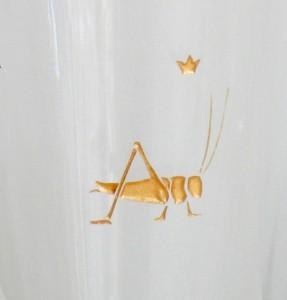 Detail Gravur Grille farbvergoldet