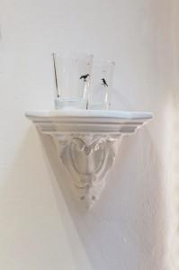 2 Symbolbecher mit schwarzen Raben. Atelier Wiebke Vogt, Berlin