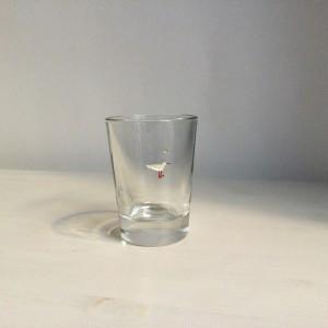 Möwe stehend graviertes Glas , Farbeinlage, gebrannt